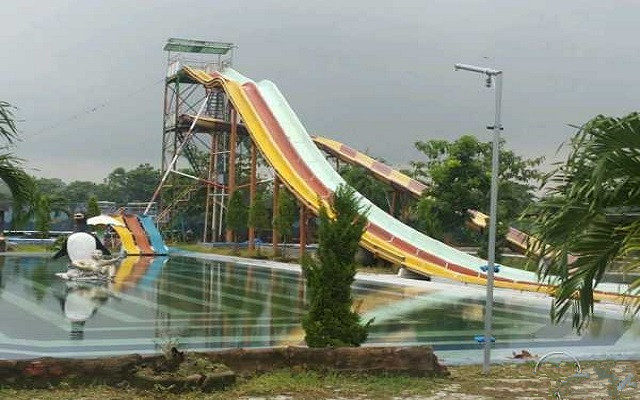 Waterboom Tirta Kencana 1