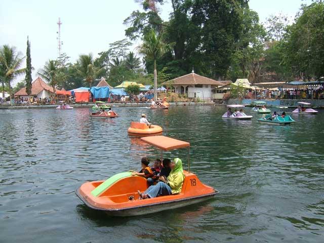 Lake_at_Linggarjati_Nature_Park