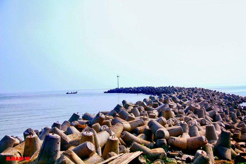 Pantai Glayem Indramyu1